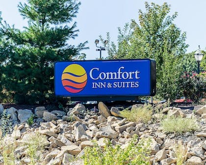 Property Grounds | Comfort Inn & Suites Lawrence - University Area