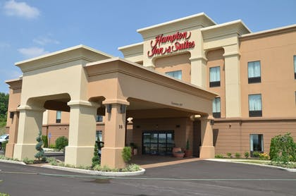 Hotel Front | Hampton Inn & Suites Sharon, PA