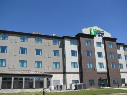 Hotel Front | Holiday Inn Express and Suites Kansas City Airport