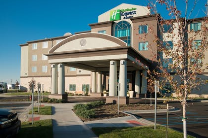 Exterior | Holiday Inn Express and Suites Kansas City Airport