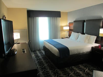 Guestroom | Holiday Inn Express and Suites Kansas City Airport