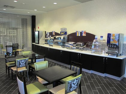 Breakfast Area | Holiday Inn Express and Suites Kansas City Airport