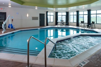 Pool | Holiday Inn Express and Suites Kansas City Airport