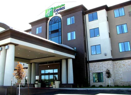 | Holiday Inn Express and Suites Kansas City Airport