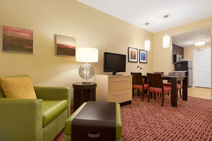 Guestroom | TownePlace Suites by Marriott Denver Airport at Gateway Park