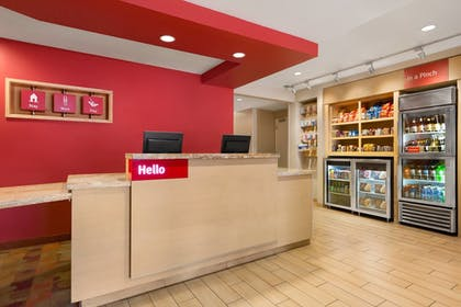 Lobby | TownePlace Suites by Marriott Denver Airport at Gateway Park