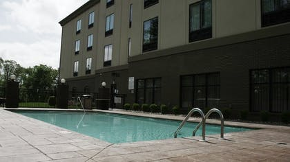 Outdoor Pool | Holiday Inn Express Cleveland Northwest