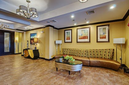 Lobby | Holiday Inn Express and Suites Wytheville