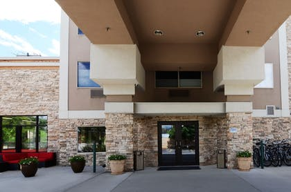 Hotel Front | Wood River Inn & Suites