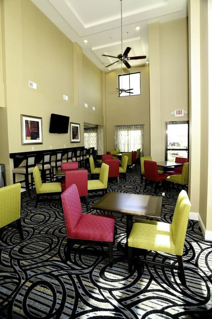 Restaurant | Holiday Inn Express Hotel & Suites Marion Northeast
