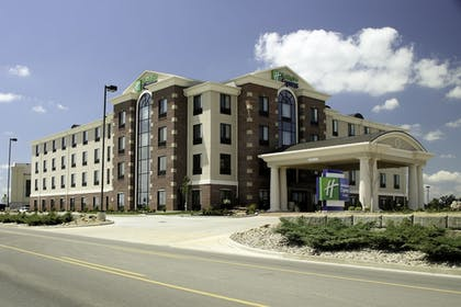 Featured Image | Holiday Inn Express Hotel & Suites Marion Northeast