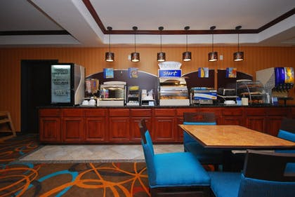 Restaurant | Holiday Inn Express & Suites Gonzales