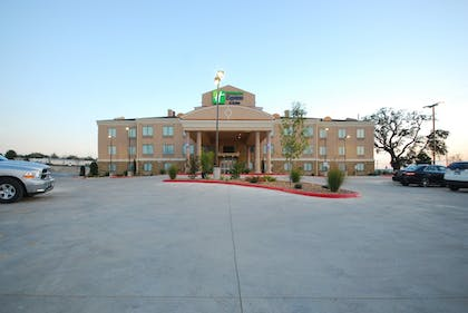 Exterior | Holiday Inn Express & Suites Gonzales