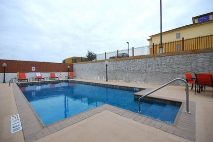 Pool | Holiday Inn Express & Suites Gonzales