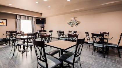 Breakfast Area | Best Western Plus Kenedy Inn