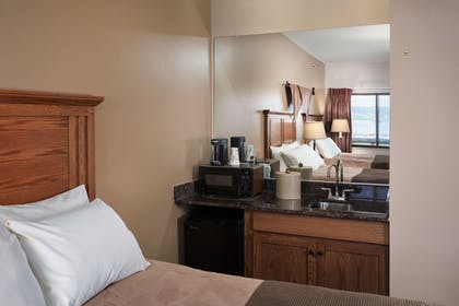 In-Room Dining | Arrowwood Resort at Cedar Shore