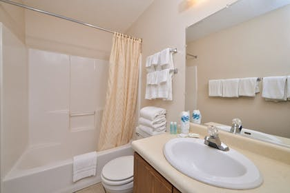 Bathroom | Arrowwood Resort at Cedar Shore