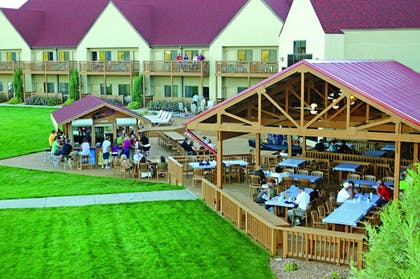 Restaurant | Arrowwood Resort at Cedar Shore