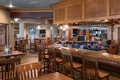 Hotel Bar | Arrowwood Resort at Cedar Shore