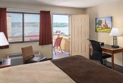 Room | Arrowwood Resort at Cedar Shore