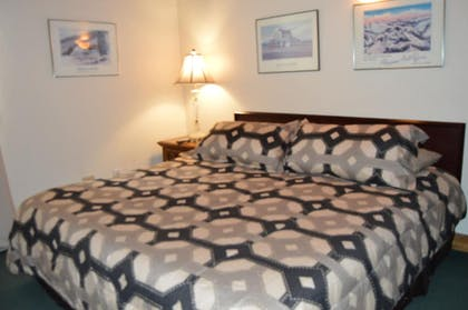 Guestroom | The Viking Lodge - Downtown Winter Park, Colorado