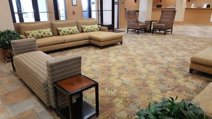 Lobby Sitting Area | The Colonies at Williamsburg