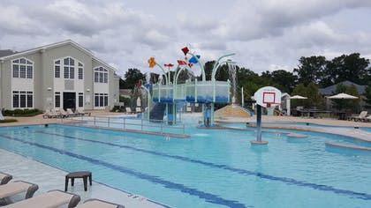 Outdoor Pool | The Colonies at Williamsburg