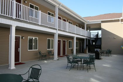 Courtyard | Affordable Suites Augusta