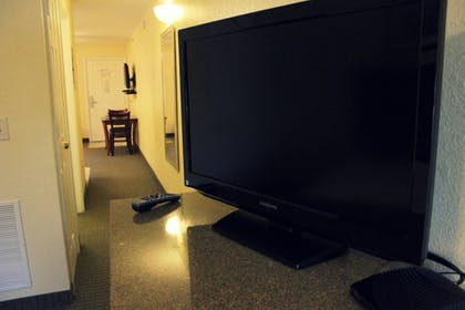 Living Area | Affordable Suites Augusta