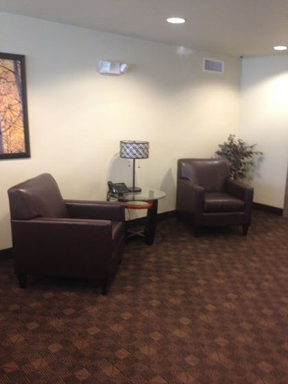 Lobby Sitting Area | Aspen Suites Hotel Anchorage