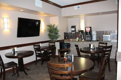 Breakfast Area | Bell's Extended Stay and Suites