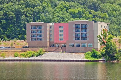 Exterior | SpringHill Suites Chattanooga Downtown/Cameron Harbor