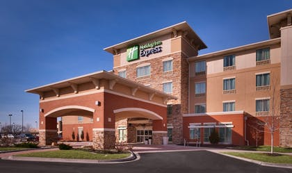 Hotel Entrance | Holiday Inn Express and Suites Overland Park