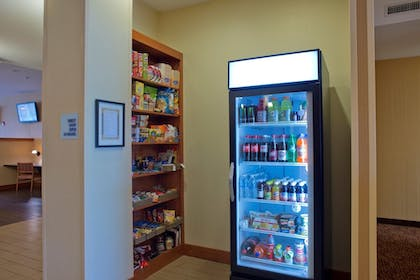 Snack Bar | Holiday Inn Express Hotel & Suites Prattville South