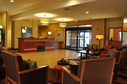 Lobby Sitting Area | Holiday Inn Express Hotel & Suites Prattville South