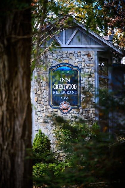 Hotel Front | The Inn at Crestwood