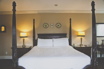 Guestroom | The Inn at Crestwood