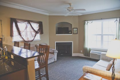 Living Area | The Inn at Crestwood