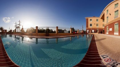 Outdoor Pool | Holiday Inn Express Hotel & Suites Raceland - Highway 90