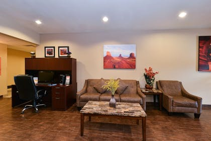 Reception | Comfort Inn & Suites Page at Lake Powell