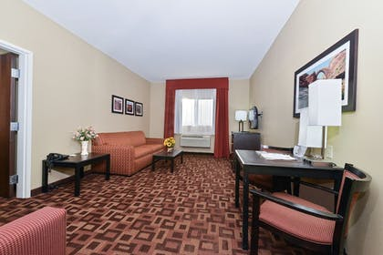Living Area | Comfort Inn & Suites Page at Lake Powell