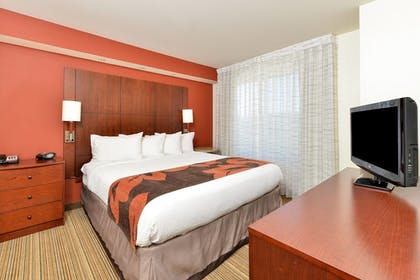 Guestroom | Residence Inn by Marriott Coralville