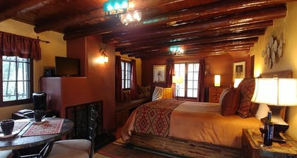 Guestroom | Adobe Inn at Cascade
