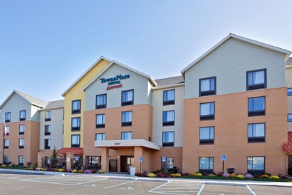 Hotel Front | TownePlace Suites by Marriott Ann Arbor