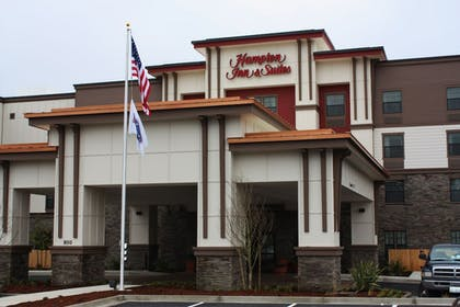 Hotel Front | Hampton Inn and Suites DuPont