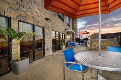 Outdoor Dining | Towneplace Suites Eagle Pass