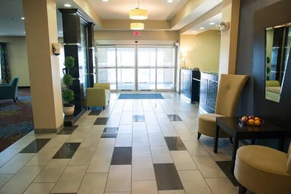 Interior Entrance | Holiday Inn Express Hotel & Suites Albert Lea - I-35