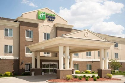 Hotel Front | Holiday Inn Express Hotel & Suites Albert Lea - I-35