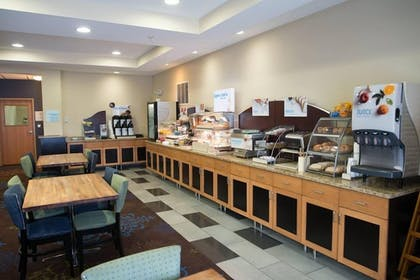 Breakfast Area | Holiday Inn Express Hotel & Suites Albert Lea - I-35