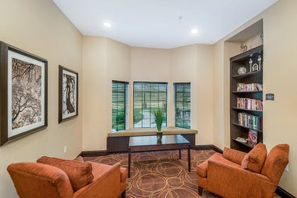 Living Area | Staybridge Suites Longview